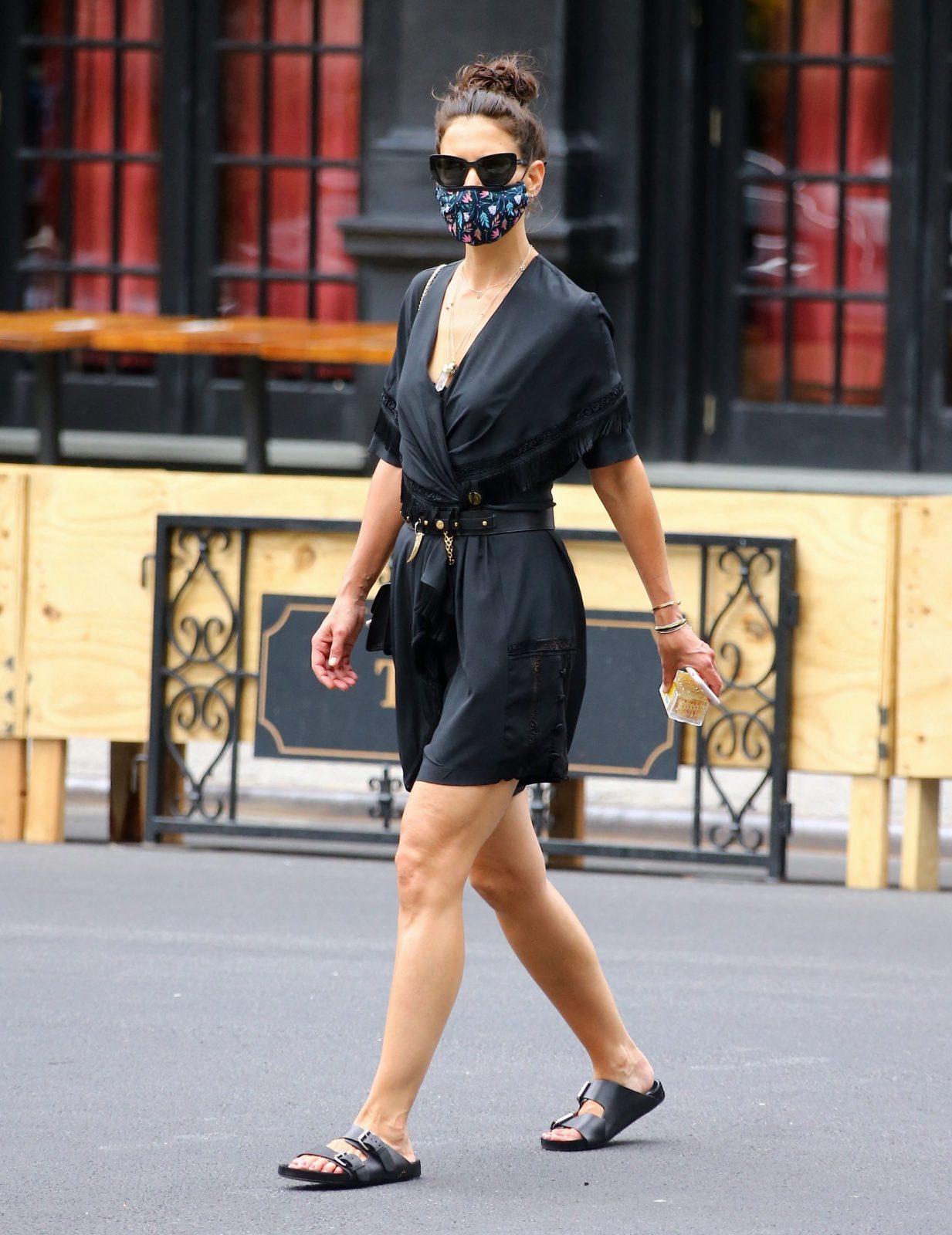 Get The Look: Αυτά τα casual looks της Katie Holmes θα σου λύσουν τα χέρια