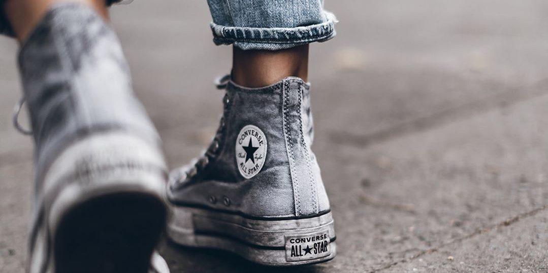 Τα βάλαμε, τα περπατήσαμε και σου τα προτείνουμε: Αυτά τα sneakers τα φοράς και πετάς!