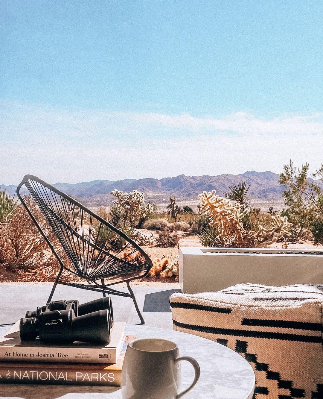 Μια μοντέρνα κατοικία γεμάτη μουσική στην ερημιά της στέπας