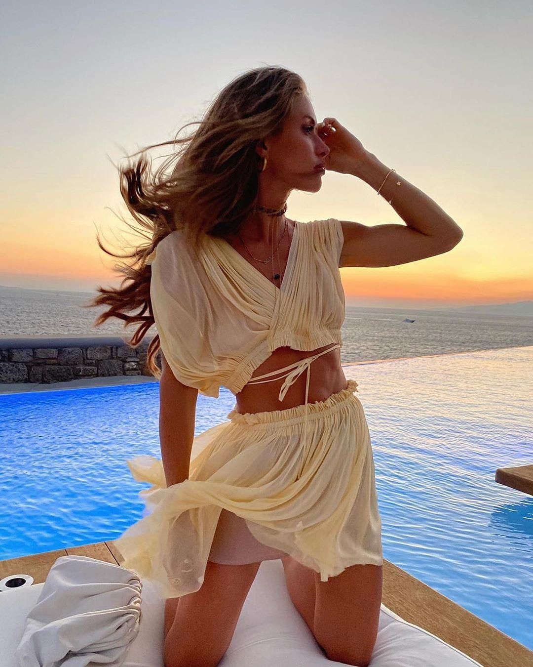 Mykonos Report: 10+1 island chic look από το νησί των ανέμων
