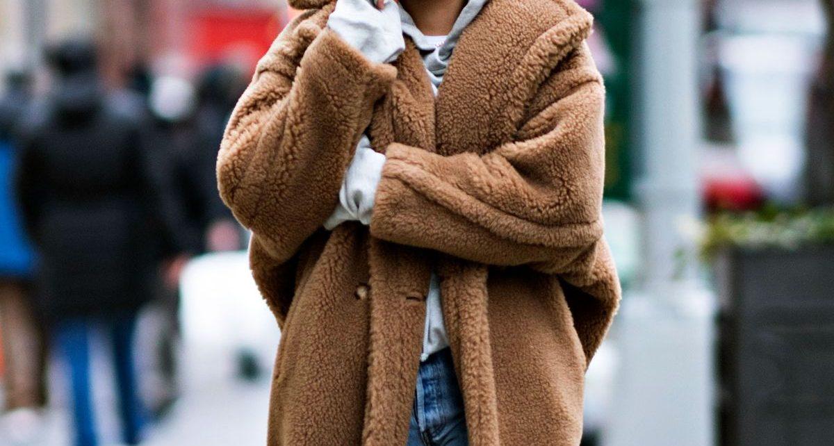 Teddy bear: Το πανωφόρι που λατρεύουμε και αυτό το χειμώνα Δεν πρόκειται για νέα άφιξη, αλλά για ένα κομμάτι που πλέον θεωρείται κλασικό.