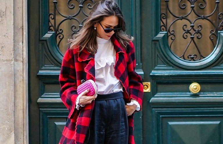 Καρό παλτό: Πώς θα το συνδυάσεις για να κάνεις τη διαφορά; Το πανωφόρι που θα αναβαθμίσει το street style σου.