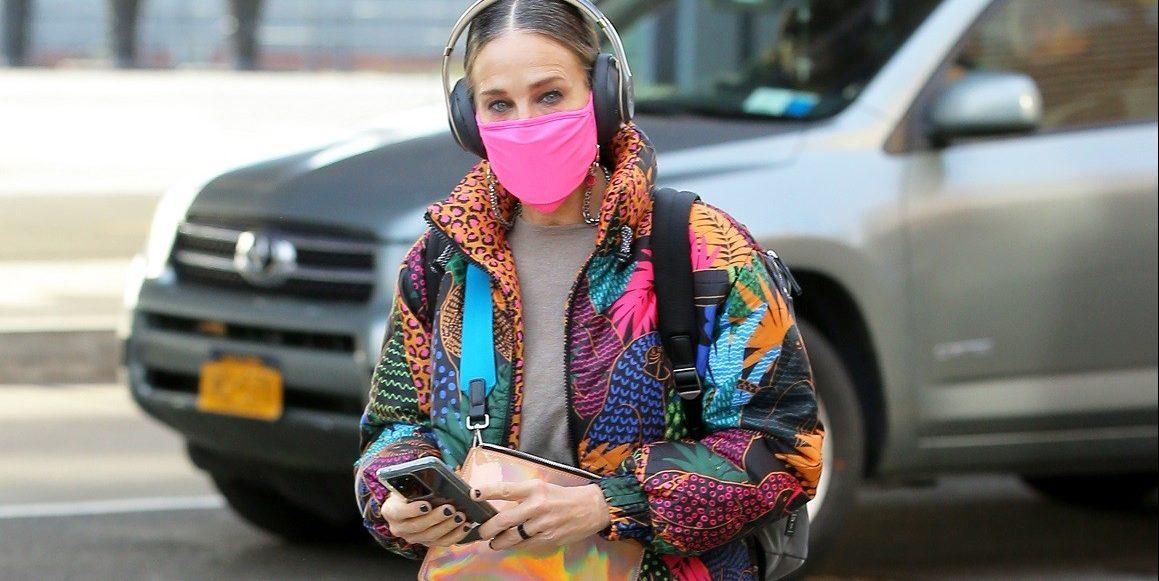 Sarah Jessica Parker: Φόρεσε το puffer μπουφάν σαν γνήσια Carrie Bradshaw Με την τελευταία της εμφάνιση στη Νέα Υόρκη, η ηθοποιός αποδεικνύει πως συνεχίζει να είναι το style icon που όλοι αγαπήσαμε μέσα από το Sex & The City.