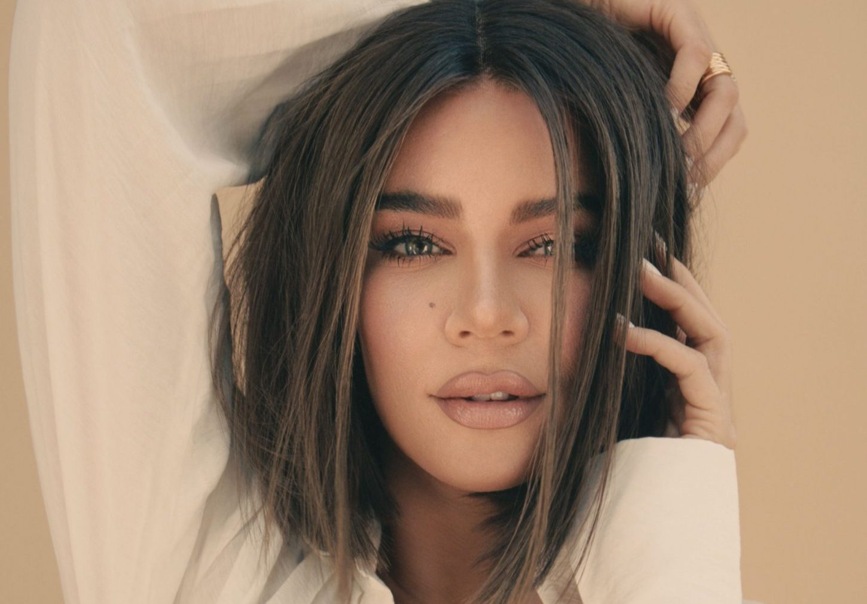 Khloé Kardashian: Αυτό είναι το μεγαλύτερο beauty μυστικό της (μην το πεις παραέξω!) Oι αδερφές Kardashian, ήταν ανέκαθεν υπέρμαχοι του wellbeing και τώρα το επιβεβαιώνουμε για ακόμα μια φορά...