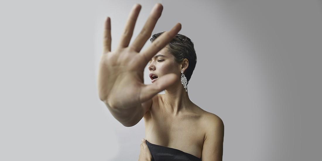 Παγκόσμια Ημέρα για την Εξάλειψη της Βίας κατά των Γυναικών: Διεκδικούμε όλοι μαζί ένα τέλος Η φετινή παγκόσμια ημέρα ευαισθητοποίησης και δράσης κατά της βίας των γυναικών, συμπίπτει με μια ακόμα καραντίνα, αλλά δυστυχώς και με μια ακόμα γυναικοκτονία τη Δευτέρα στην περιοχή της Λακωνίας. Με αφορμή την έξαρση της κακοποίησης κατά γυναικών στα ίδια τους τα σπίτια, οι φορείς μας προτρέπουν να μιλήσουμε για την βία που δεχόμαστε. Να ζητήσουμε βοήθεια. Να υποστηρίξουμε την κοπέλα στο διπλανό διαμέρισμα που μας χρειάζεται. Να μην είμαστε πια παρατηρητές. Δεν αξίζει σε καμιά μας.