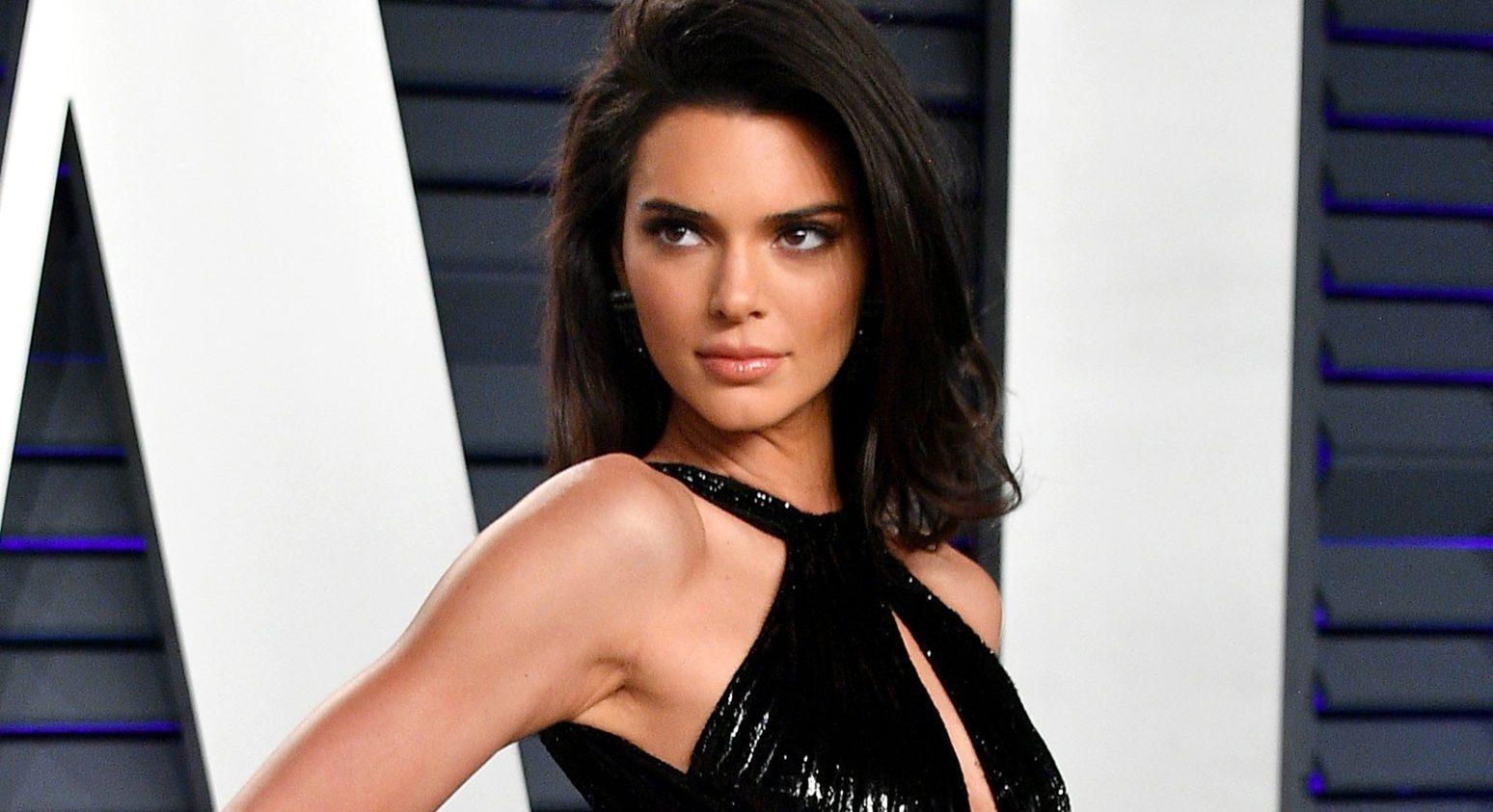 Kendall Jenner: Πού το βρήκε άραγε αυτό το φανταστικό κοτλέ παντελόνι; Μπορεί εμείς να παραμένουμε κλεισμένοι στο σπίτι μας, η Kendall Jenner ωστόσο έχει ήδη ξεκινήσει τις εξορμήσεις εκτός πόλης τα weekends, με τα casual outfits της να μην περνούν ποτέ απαρατήρητα.