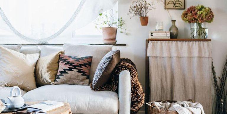 6 ιδέες διακόσμησης για να κάνεις το σπίτι σου πιο cozy Τώρα που απολαμβάνουμε περισσότερο το σπίτι μας, του δίνουμε άρωμα... χειμώνα και πανεύκολα τιπς που χαρίζουν ζεστασιά στο χώρο.