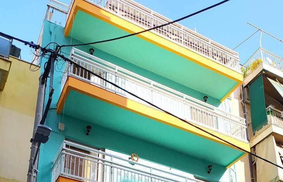 Η Vivechrom «δίνει χρώμα» στο σπίτι της Κιβωτού του Κόσμου στον Πειραιά Η Vivechrom ανταποκρίθηκε με μεγάλη χαρά, στα πλαίσια του προγράμματος Εταιρικής Κοινωνικής Ευθύνης, στο κάλεσμα της Κιβωτού του Κόσμου, προσφέροντας τα χρώματα για τη συντήρηση - βάψιμο του σπιτιού φιλοξενίας της στον Πειραιά.