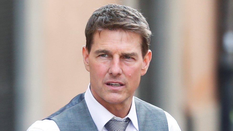 «Mission: Impossible»: Έξαλλος ο Tom Cruise με το συνεργείο του για τη μη τήρηση των μέτρων για τον κορονοϊό Ηχητικό απόσπασμα από τα γυρίσματα της ταινίας «Mission: Impossible 7» στο οποίο ο Tom Cruise επιπλήττει με οργή μέλη του κινηματογραφικού συνεργείου έκανε τον γύρο του διαδικτύου τις προηγούμενες ημέρες.