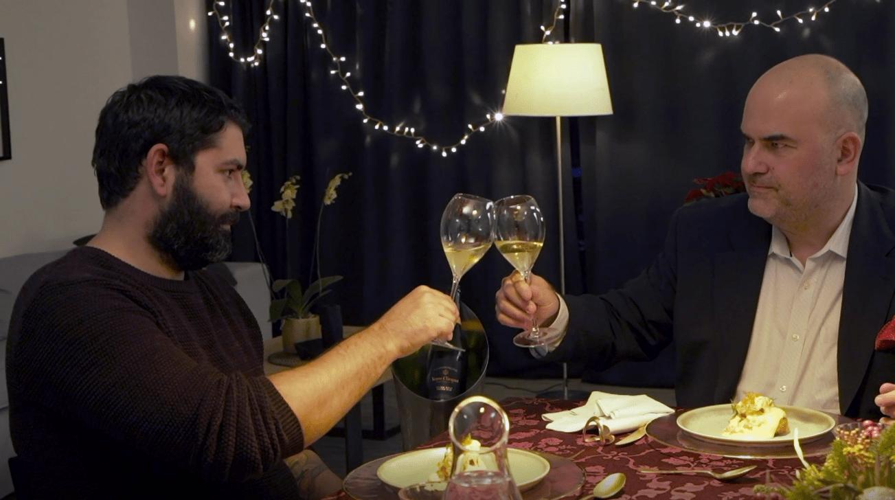 Ο Ted Λέλεκας με τον καταξιωμένο chef Μιχάλη Νουρλόγλου δημιουργούν ένα εορταστικό τραπέζι με τη συνοδεία της Veuve Clicquot Μπορεί αυτή τη χρονιά να γιορτάσουμε λίγο διαφορετικά από τις προηγούμενες, όμως πάντα υπάρχει τρόπος να περάσουμε όμορφες στιγμές με τα αγαπημένα μας πρόσωπα.
