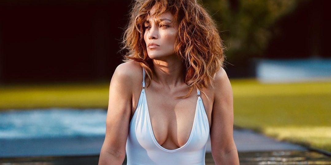 H Jennifer Lopez εντυπωσιάζει με τις αναλογίες της (για ακόμα μια φορά!) Η λατίνα τραγουδίστρια, Jennifer Lopez, ποζάρει με μαγιό μέσα στον Δεκέμβρη και κόβει την ανάσα.