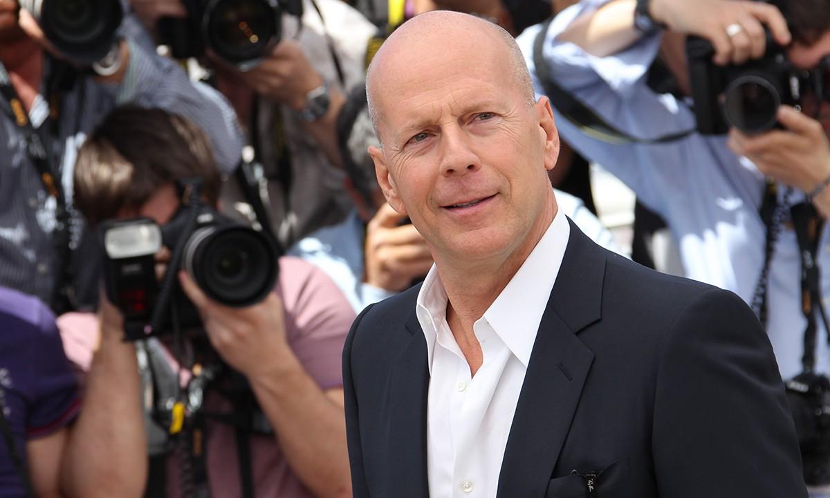 Bruce Willis, γιατί δεν φοράς την μάσκα σου; Ο Bruce Willis έφαγε πόρτα σε κατάστημα επειδή δεν φορούσε μάσκα! Τι δήλωσε ο πασίγνωστος ηθοποιός για το συμβάν;