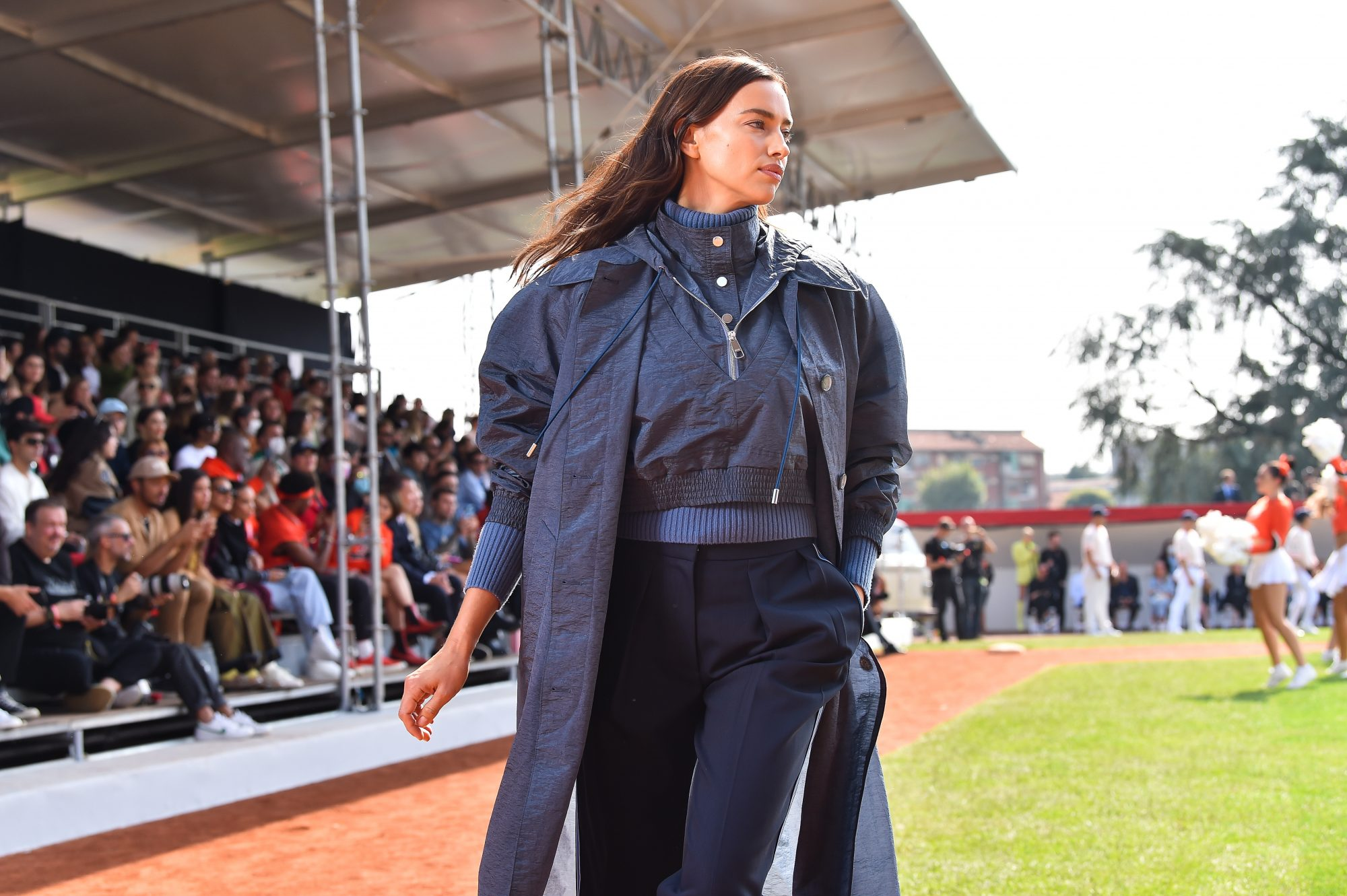 "Irina Shayk: Τα πανωφόρια της είναι το ένα καλύτερο από το άλλο Αντλούμε έμπνευση για ""shopping to the point"" αλλά και για υπέροχους συνδυασμούς για κάθε περίσταση από ένα από τα μεγαλύτερα street style αστέρια της παγκόσμιας βιομηχανίας, που πολλάκις μας έχουν ενθουσιάσει με το στυλ της."