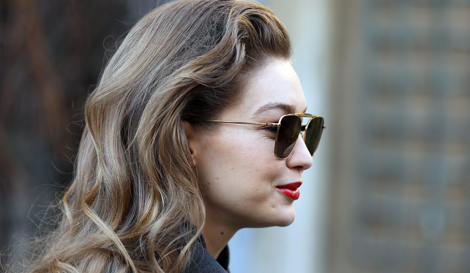 Gigi Hadid: Αυτή είναι η beauty routine της μετά την εγκυμοσύνη Το διάσημο topmodel μέσα από ένα tutorial video στα social media αποκαλύπτει ποιες είναι οι must κινήσεις αλλά και τα προϊόντα που δεν αποχωρίζεται στην περιποίησή της από την ημέρα που έγινε μαμά.