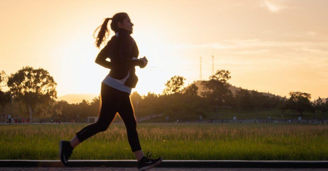 2 εύκολες ασκήσεις που μπορείς να κάνεις στο πάρκο της γειτονιάς σου Χωρίς εξοπλισμό και μόνο με το βάρος του σώματός σου, μπορείς να δοκιμάσεις αυτό το ασκησιολόγιο για να αθληθείς σε εξωτερικό χώρο.