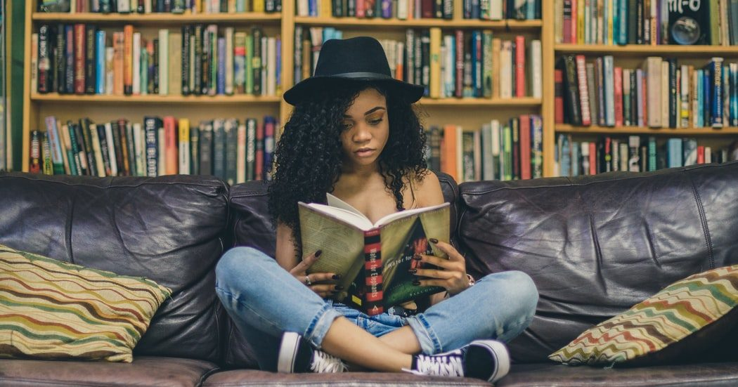 3 βιβλία προσωπικής εξέλιξης που πρέπει να διαβάσεις αυτό το τριήμερο! Αυτό το τριήμερο, είναι η ευκαιρία να διευρύνουμε τους ορίζοντές μας ξεφεύγοντας από την αγχωτική πραγματικότητα, σε μια προσπάθεια εσωτερικής αναζήτησης και αυτοβελτίωσης. Πως θα το κάνουμε αυτό; Με βιβλία φυσικά!