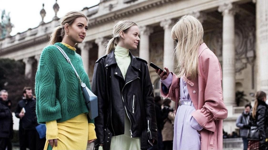 Emili Sindlev: 14 άψογα looks από μια fashionista που μας «σπρώχνει» να φορέσουμε χρώμα Αν δεν είναι η Emili Sindlev το απόλυτο trend setter του πλανήτη, τότε ποια ρε κορίτσια; Εμείς έχουμε κάνει σπουδαία βήματα στο στυλ μας ακολουθώντας το παράδειγμά της. Είναι η καθημερινή μας έμπνευση και δύσκολα την αλλάζουμε!