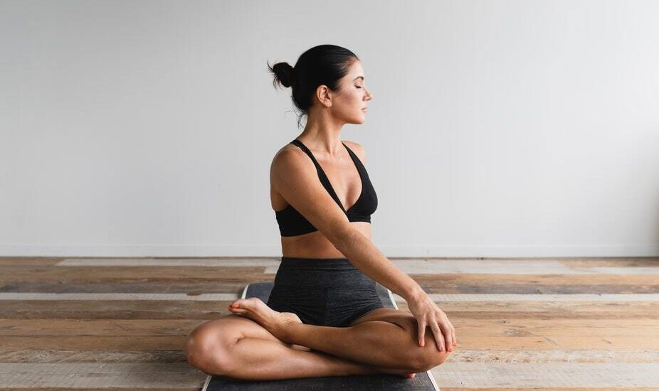 5 International Yoga Instructors που αξίζει να ακολουθήσεις τώρα