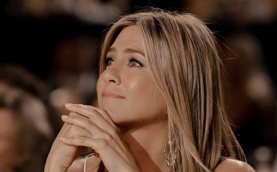 Girl Boss: Το ανδρόγυνο look της Jennifer Aniston παίρνει 10′ Aν θες να δημιουργήσεις το πιο θηλυκό ανδρόγυνο look, τότε πρέπει να δεις πώς το κάνει η Jennifer Aniston.
