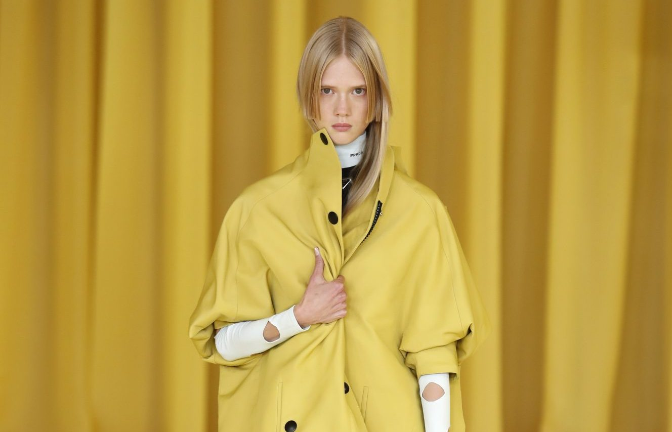 Hello Sunshine: 12 κομμάτια σε κίτρινους τόνους για να φωτίσεις την ντουλάπα σου Το «Illuminating Yellow» είναι το χρώμα της χρονιάς σύμφωνα με την Pantone και εμείς έχουμε συγκεντρώσει παρακάτω τα πιο ηλιόλουστα κομμάτια της σεζόν, στα οποία αξίζει να επενδύσεις τώρα χωρίς δεύτερη σκέψη.