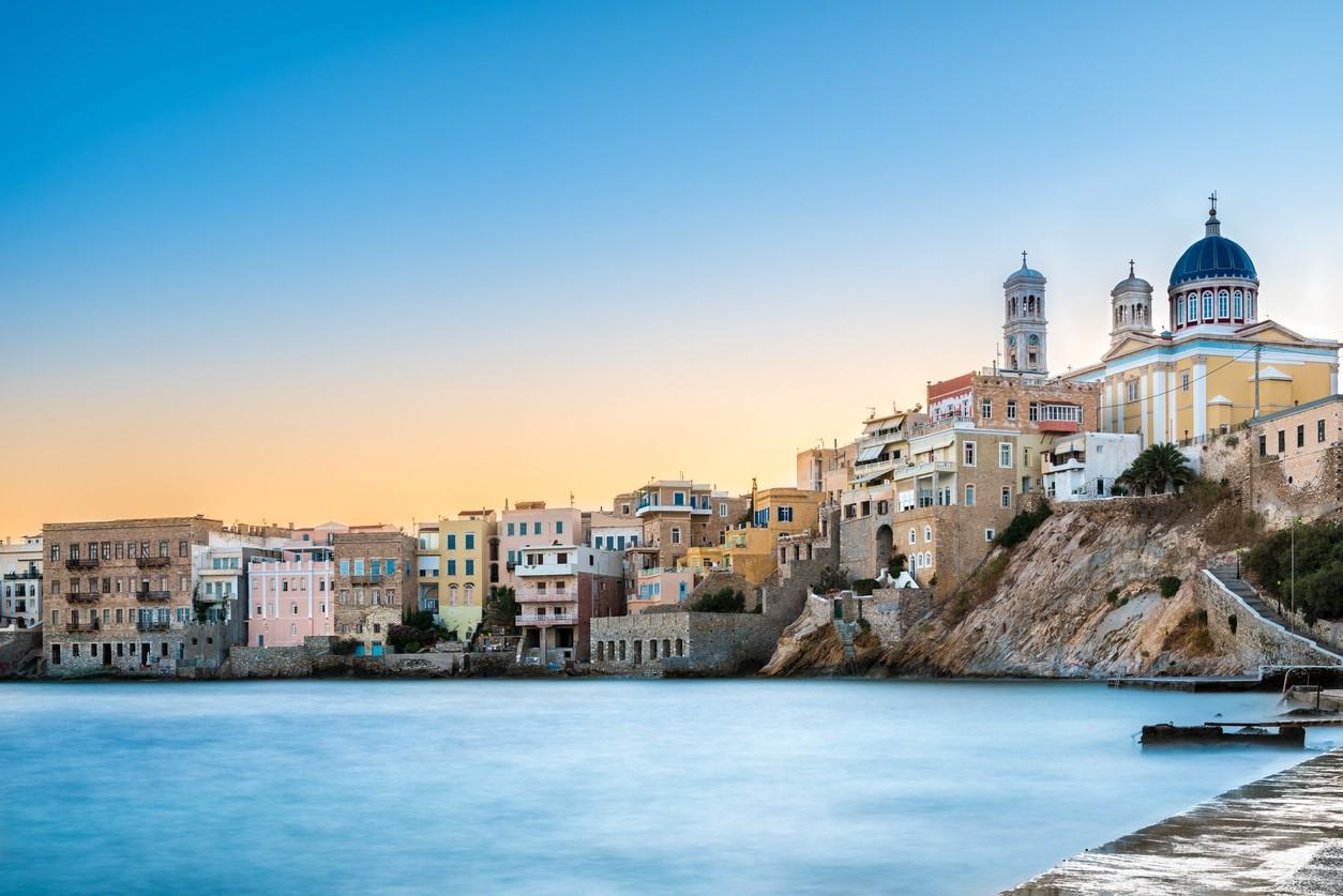 Διεθνής αναγνώριση για 7 προορισμούς της Ελλάδας Αισιοδοξία για τη νέα τουριστική σεζόν εκπέμπει το νέο τουριστικό αφιέρωμα του Der Spiegel που επιχειρεί να αποτυπώσει τις τρέχουσες τάσεις στη διεθνή ταξιδιωτική αγορά. Εξυψώνει την Ελλάδα, τοποθετώντας τα νησιά της ανάμεσα στους κορυφαίους τουριστικούς προορισμούς.