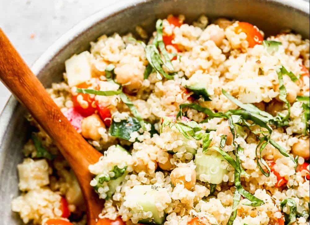 Αυτή η σαλάτα με κινόα είναι η ιδανική για όσους νηστεύουν (κι όχι μόνο!)