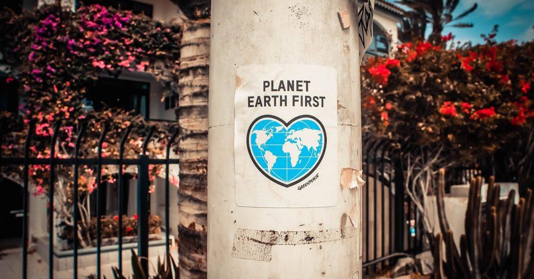 Τα dos και τα don'ts της σωστής ανακύκλωσης που πρέπει να γνωρίζεις Στρέφοντας τη ζωή μας και τη νοοτροπία μας συνεχώς προς ένα πιο περιβαλλοντικά φιλικό τρόπο ζωής, συνήθως κάνουμε λάθη στην προσπάθειά μας να κάνουμε κάτι καλό. Η ανακύκλωση είναι ένα μεγάλο μέρος αυτής της προσπάθειας. Πάμε να δούμε λοιπόν τα σημαντικότερα λάθη αλλά και σωστά που κάνουμε σχετικά με την διαδικασία της ανακύκλωσης.