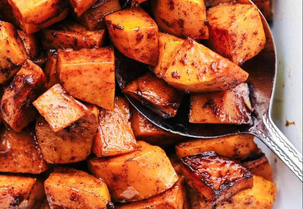 Η συνταγή για τις πιο νόστιμες γλυκοπατάτες Οι γλυκοπατάτες αποτελούν το ιδανικό συνοδευτικό για κάθε γεύμα. Αυτή η συνταγή είναι ελαφριά και πεντανόστιμη.