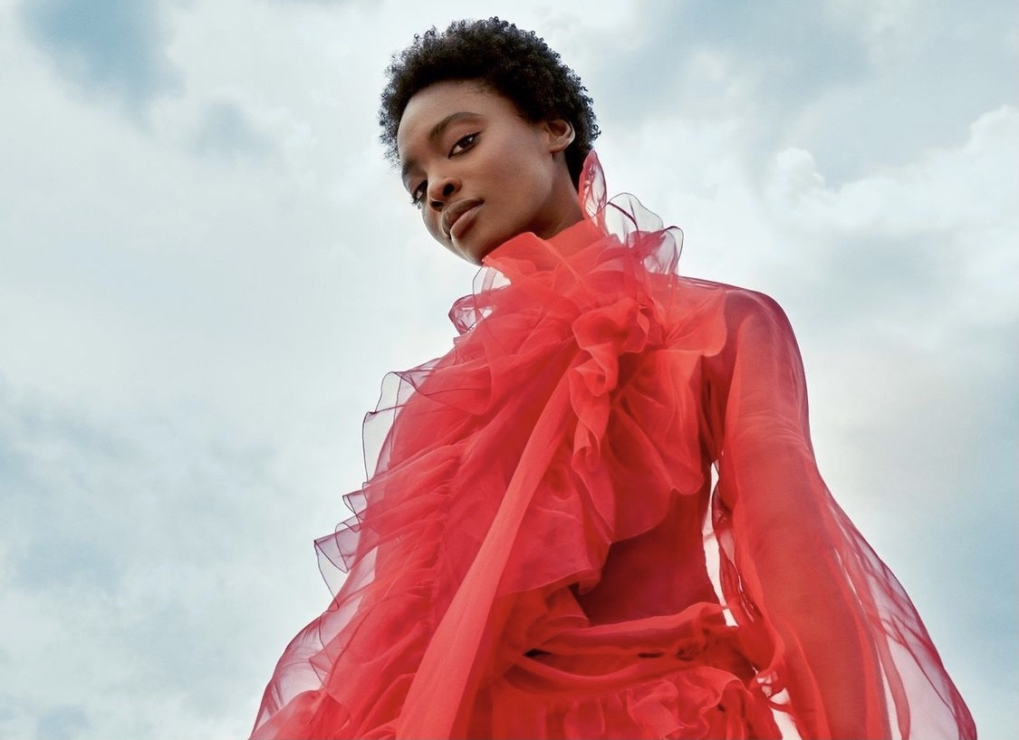 O εμβληματικός οίκος Valentino δημιουργεί την πρώτη του beauty συλλογή H βιομηχανία της ομορφιάς αποκτά ένα ακόμα ισχυρό label. Ο οίκος Maison Valentino δημιούργησε την πρώτη συλλογή καλλυντικών και εμείς ανυπομονούμε να την γνωρίσουμε.