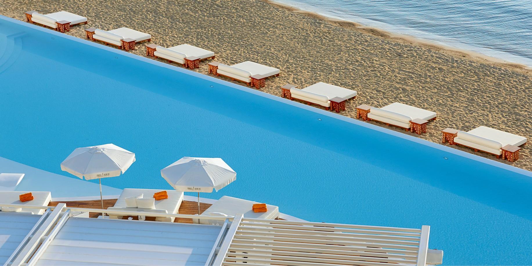 Nikki Beach Resort & Spa Porto Heli: Απόδραση σε έναν επίγειο παράδεισο Ψάχνοντας τον No1 προορισμό για τις καλοκαιρινές διακοπές στο μυαλό μας έρχεται πάντα το Nikki Beach Porto Heli. Σε κοντινή απόσταση απο την Αθήνα με μαγευτικά τοπία και luxury παροχές, το συγκεκριμένο έχει όλα όσα ψάχνουμε για ένα καλοκαίρι όνειρο.