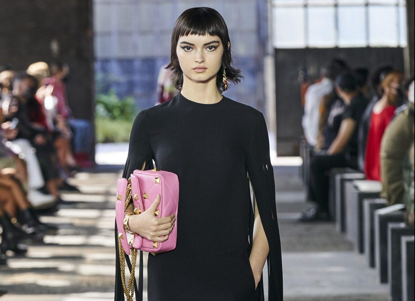 Αυτά τα 10 καλοκαιρινά, μαύρα φορέματα μόνο βαρετά δεν τα λες Ανεξαρτήτως της θερμοκρασίας, το μαύρο φόρεμα πάντα στο πλεύρο σου, έτοιμο να σου λύσει τα χέρια.