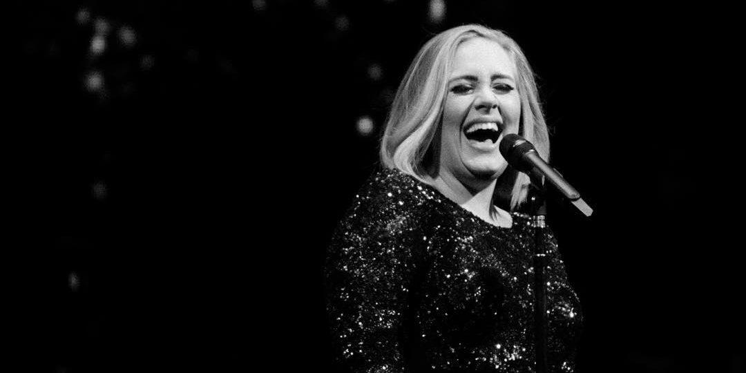 Adele: Έφυγε από τη ζωή ο πατέρας της σε ηλικία 57 ετών Ο πατέρας της Αdele, με τον οποίο οι σχέσεις τους ήταν τεταμένες, απεβίωσε σε ηλικία 57 ετών.
