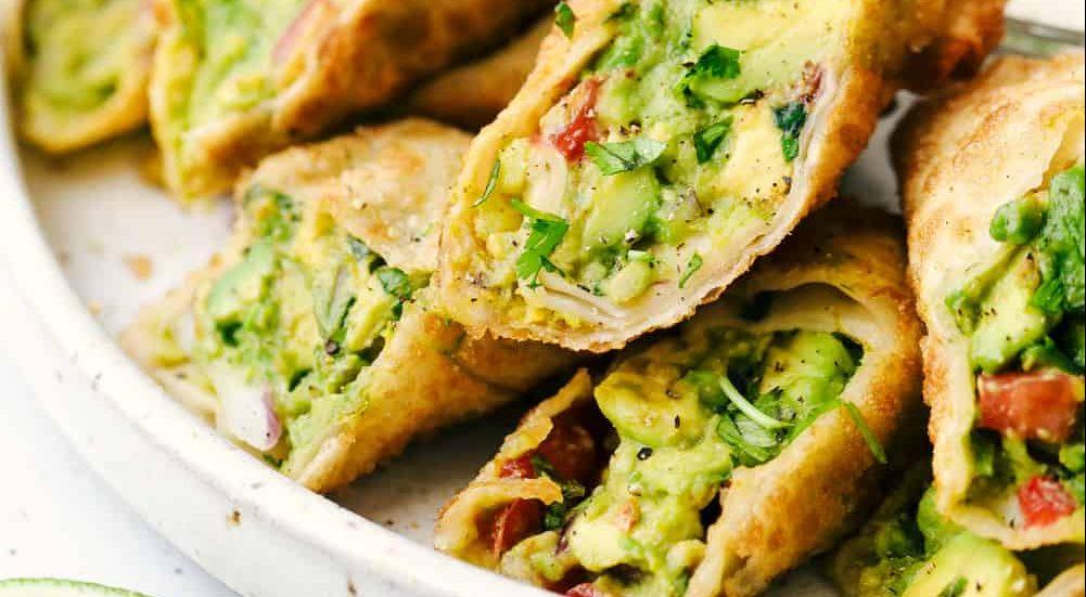 Avocado rolls: Ένα ορεκτικό που μπορείς να φας καθόλη τη διάρκεια της ημέρας Το avocado είναι ένα απο τα πιο εύχρηστα και θρεπτικά συστατικά που μπορούμε να καταναλώνουμε άφοβα καθημερινά. Βρήκαμε τα πιο γευστικά rolls με avocado που μπορούν να συνοδεύσουν κάθε πιάτο της ημέρας!