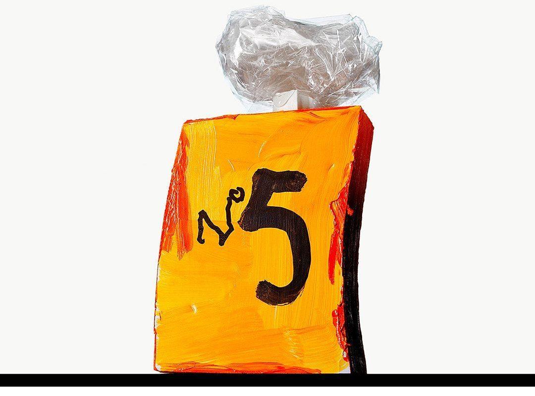 Chanel No5: Το θρυλικό άρωμα γιορτάζει τα 100α γενέθλιά του #video Το άρωμα που έχει γράψει ιστορία όσο κανένα άλλο, το Chanel No5, κλείνει φέτος τα 100 χρόνια του και το γιορτάζει μέσα από 6 σύντομα teasers.