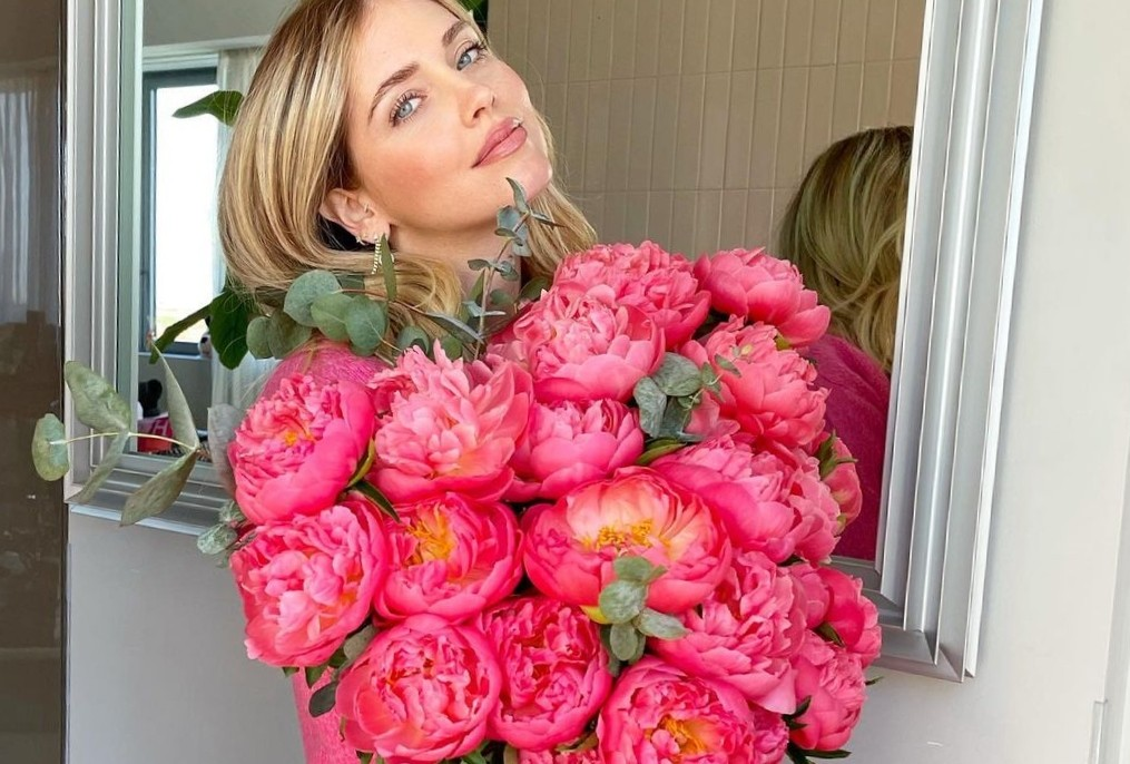 10 looks που θα σε πείσουν να φοράς floral πιο συχνά Η θερμοκρασία έχει πιάσει την ανιούσα και τώρα είναι η πιο σωστή στιγμή για να επενδύσεις στο floral μοτίβο. Οι παρακάτω συνδυασμοί θα βάλουν φωτιά στην έμπνευσή σου.