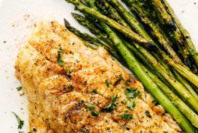 Βρήκαμε την πιο λαχταριστή συνταγή για μπακαλιάρο στη σχάρα Αν είσαι κι εσύ απο τους ανθρώπους που επιλέγουν το ψάρι ως βασικό πιάτο μέσα στο Σαββατοκύριακο, τότε αυτή η συνταγή με μπακαλιάρο είναι για σένα.