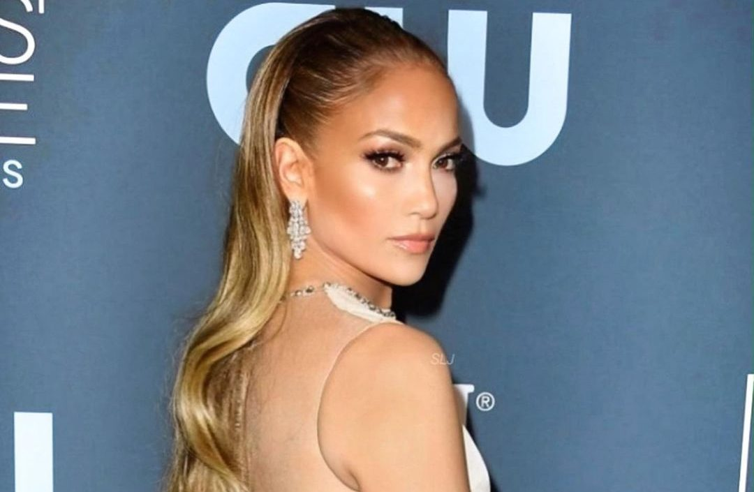 Jennifer Lopez: Αυτά είναι τα προϊόντα μαλλιών που χρησιμοποιεί σε καθημερινή βάση H Jennifer Lopez διαθέτει μια εντυπωσιακή εμφάνιση και ένα από τα στοιχεία που θαυμάζουμε πάνω της είναι τα λαμπερά της μαλλιά.