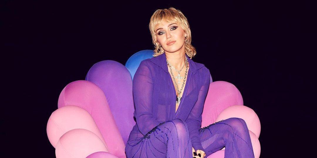 Μπήκαμε μέσα στο (πολλών εκατομμυρίων δολαρίων) pop σπίτι της Miley Cyrus Οι εικόνες από το εσωτερικό του σπιτιού της Miley Cyrus αντικατοπτρίζουν πλήρως την καλλιτεχνική αισθητική της και μας καθηλώνουν.