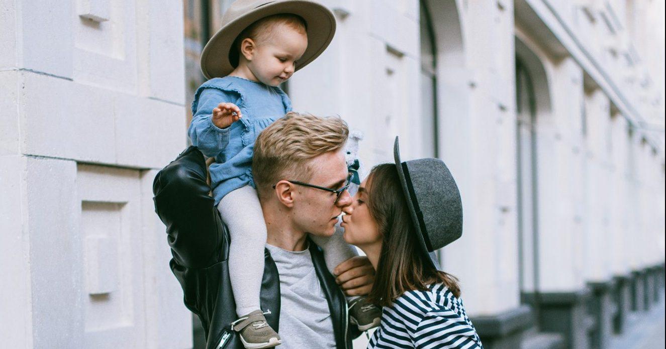 Ιδέες για τον μπαμπά και το παιδί που θα κάνουν τη Γιορτή της Μητέρας αξέχαστη Φέτος, με αφορμή την Γιορτή της μητέρας δίνουμε ιδέες για δραστηριότητες και δώρα που μπορεί να οργανώσει ο μπαμπάς με το παιδί.