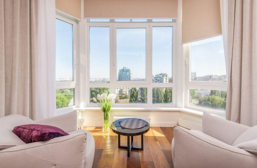 6 tips για να φαίνεται το σαλόνι σου πιο μεγάλο Αν το σπίτι σου, διαθέτει μικρό σαλόνι, δεν υπάρχει λόγος να ανησυχείς! Μπορείς εξίσου εύκολα να το διακοσμήσεις, με στυλ, ώστε να δείχνει και μεγαλύτερο, αλλά να είναι και άνετο.