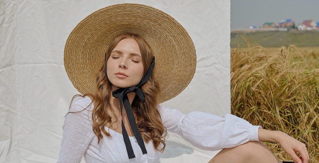 5 καπέλα που θα συμπληρώσουν φανταστικά κάθε σου καλοκαιρινό look Βρήκαμε τα 5 πιο in fashion καπέλα αυτής της περιόδου, που θα συμπληρώσουν κάθε σου καλοκαιρινό outfit και θα σε προστατεύσουν παράλληλα από τον ήλιο σε κάθε σου βόλτα!