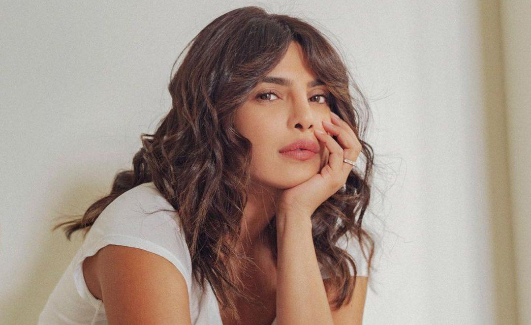 Τα beauty tips που ακολουθεί πιστά η Priyanka Chopra Αρκετά συχνά εμείς οι γυναίκες αντλούμε έμπνευση για την ρουτίνα περιποίησης μας από τις αγαπημένες μας celebrities. Σίγουρα η Priyanca Chopra είναι μια από αυτές.