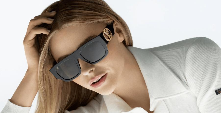 Τα must-have γυαλιά ηλίου του φετινού καλοκαιριού φέρουν την υπογραφή της Louis Vuitton Ο εμβληματικός οίκος φέρνει κοντά το σύγχρονο και super cool DNA του με την διαχρονική διάθεση και την υπέρμετρη κομψότητα και δημιουργεί μια eyewear συλλογή που μας κλείνει το μάτι. Τα πρόσωπα της καμπάνια είναι 3 καλλιτέχνες με ισχυρή προσωπικότητα και υπέροχη αισθητική. Και τα ονόματα αυτών;