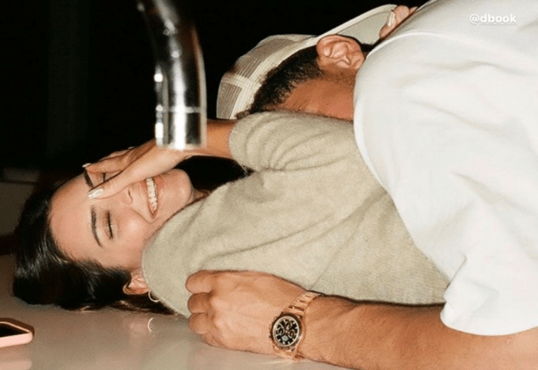 Η Kendall Jenner μοιράζεται για πρώτη φορά, φωτογραφίες με το σύντροφό της Αν και είναι ίσως μια απο τις πιο συνεσταλμένες αδερφές Kardashian, σε ό,τι αφορά στην προσωπική της ζωή, η Kendall μετά απο 1 χρόνο σχέσης δημοσίευσε κάποιες φωτογραφίες με το σύντροφό της στον προσωπικό της λογαριασμό στο Instagram και είναι ό,τι πιο γλυκό έχουμε δει.