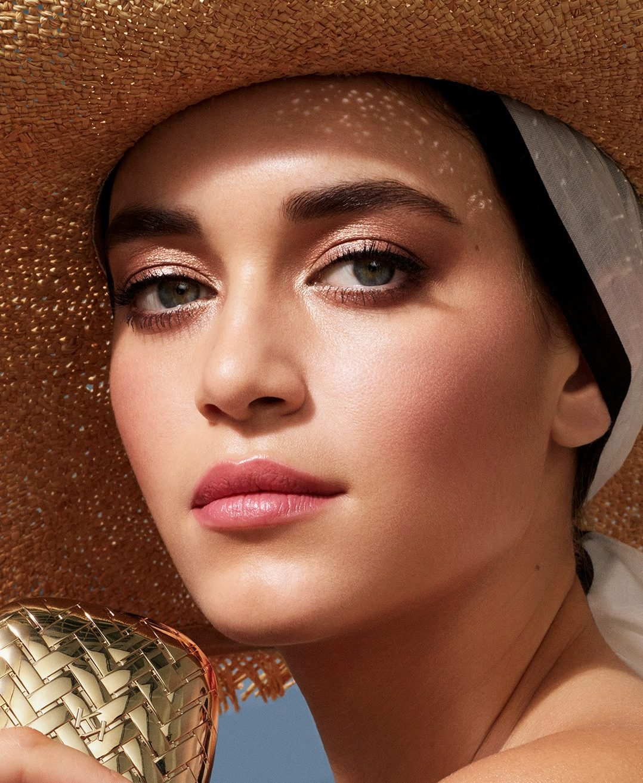 Με αυτά τα beauty προϊόντα στο νεσεσέρ σου, το μακιγιάζ σου θα μείνει στη θέση του όλη μέρα Το καλοκαίρι θέλεις το μακιγιάζ σου να αποπνέει λάμψη και φρεσκάδα; Τι γίνεται, όμως, με τις υψηλές θερμοκρασίες; Η νέα σειρά μακιγιάζ της KIKO Milano, « Dolce Diva» είναι ο απόλυτος, καλοκαιρινός beauty σύμμαχός μας.