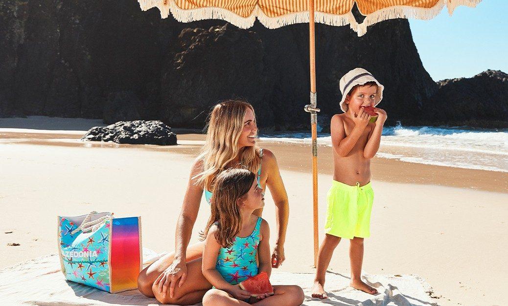 Calzedonia: Οι πιο fun και fashionable τάσεις του καλοκαιριού διαθέσιμες για matchy εμφανίσεις Η τάση συνεχίζει για το καλοκαίρι 2021: η Beachwear collection της Calzedonia γίνεται «διπλή» με τη σειρά Mini Me.