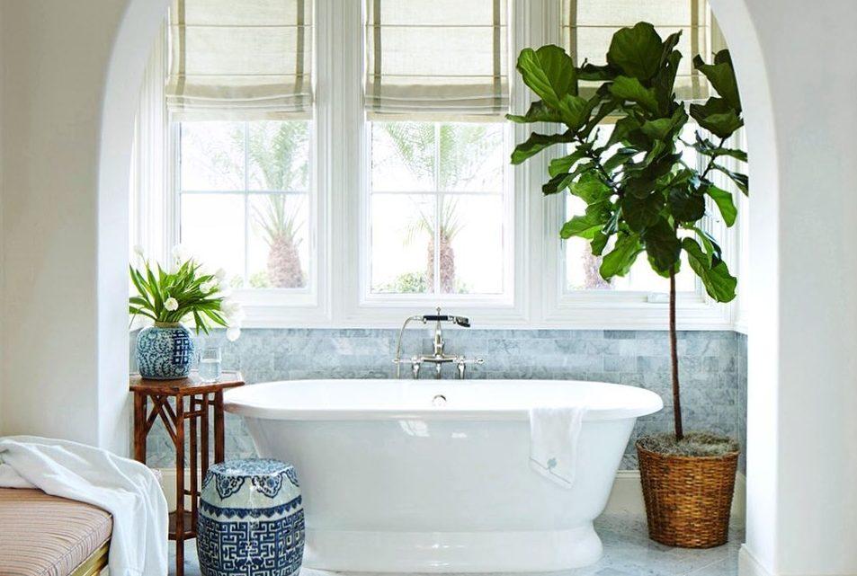 4 items που θα δώσουν στo μπάνιο σου μια πιο eco-friendly διάσταση Και όμως, κάνοντας κάποιες αλλαγές στην καθημερινή μας ρουτίνα μπορούμε να έρθουμε πιο κοντά στην φύση και να «αγκαλιάσουμε» το περιβάλλον που μας έχει ανάγκη. Εμείς ξεκινήσαμε αυτές τις αλλαγές από τα items χρησιμοποιούμε στο μπάνιο μας.