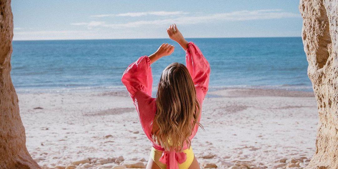 Αυτή είναι η απόλυτη μάσκα μαλλιών για μετά την παραλία Το καλοκαίρι όλες μας καλούμαστε να δώσουμε  extra προσοχή στην περιποίηση των μαλλιών μας. Κάπως έτσι εμείς ανακαλύψαμε και την ιδανική DIY μάσκα που θα απογειώσει την hair care ρουτίνα μας και θα μας χαρίσει την απόλυτη ενυδάτωση φέτος το καλοκαίρι,