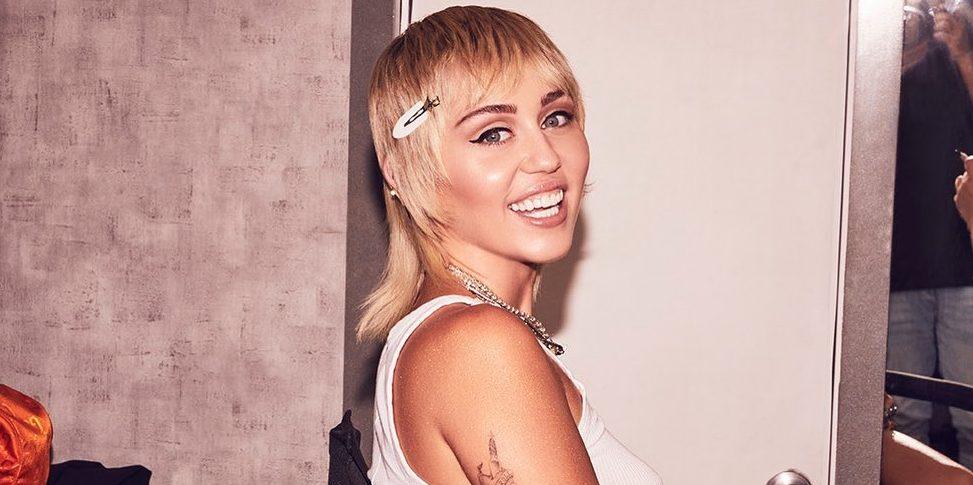 Miley Cyrus: Υιοθέτησε το 80s hair look της Πριγκίπισσας Diana