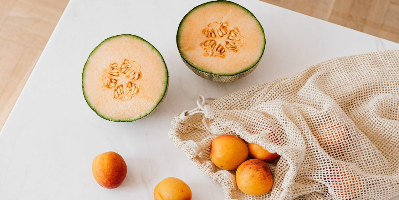 Πεπόνι: Τα οφέλη του καλοκαιρινού φρούτου και 3 συνταγές για να το απολαύσεις Τα καλοκαιρινά φρούτα είναι και πάλι στο προσκήνιο και, φυσικά, ένα από αυτά είναι και το πεπόνι. Η κλινική διαιτολόγος-διατροφολόγος Σοφία Κόντη απο το Health Nutrition Balance μας αποκαλύπτει όλα τα οφέλη του φρούτου και μας προτείνει 3 εναλλακτικές συνταγές που μπορούμε να δοκιμάσουμε.